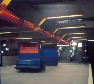 Berlin, U-Bahnhof Schlossstraße, U9, Entwurf Ursulina Schüler-Witte/Ralf Schüler, 1967-74, Eröffnung September 1974 (Bild: Ursulina Schüler-Witte/Ralf Schüler, 1974, Bildquelle: Berlinische Galerie)