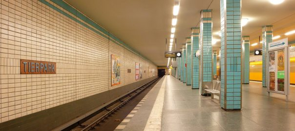 Berlin, U-Bahnhof Tierpark (Bild: Phaeton1, CC BY SA 3.0)