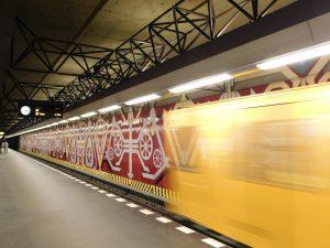 "Berlin, U-Bahnhof ""Rohrdamm"", Bahnsteigebene (Bild: Verena Pfeiffer-Kloss, 2014)"