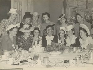 Geburtstagsparty der 1930er Jahre im Hotel Australia in New South Wales (Bild: State Libary of New South Wales Colletion, gemeinfrei)