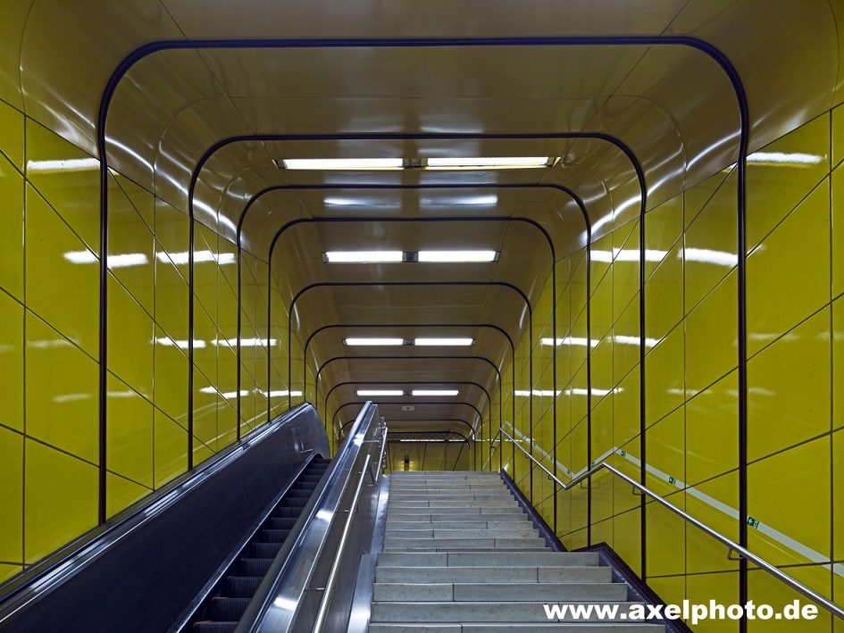 "Bonn, U-Bahn-Station ""Heuss-Allee"" (Bild: Axel Hausberg)"
