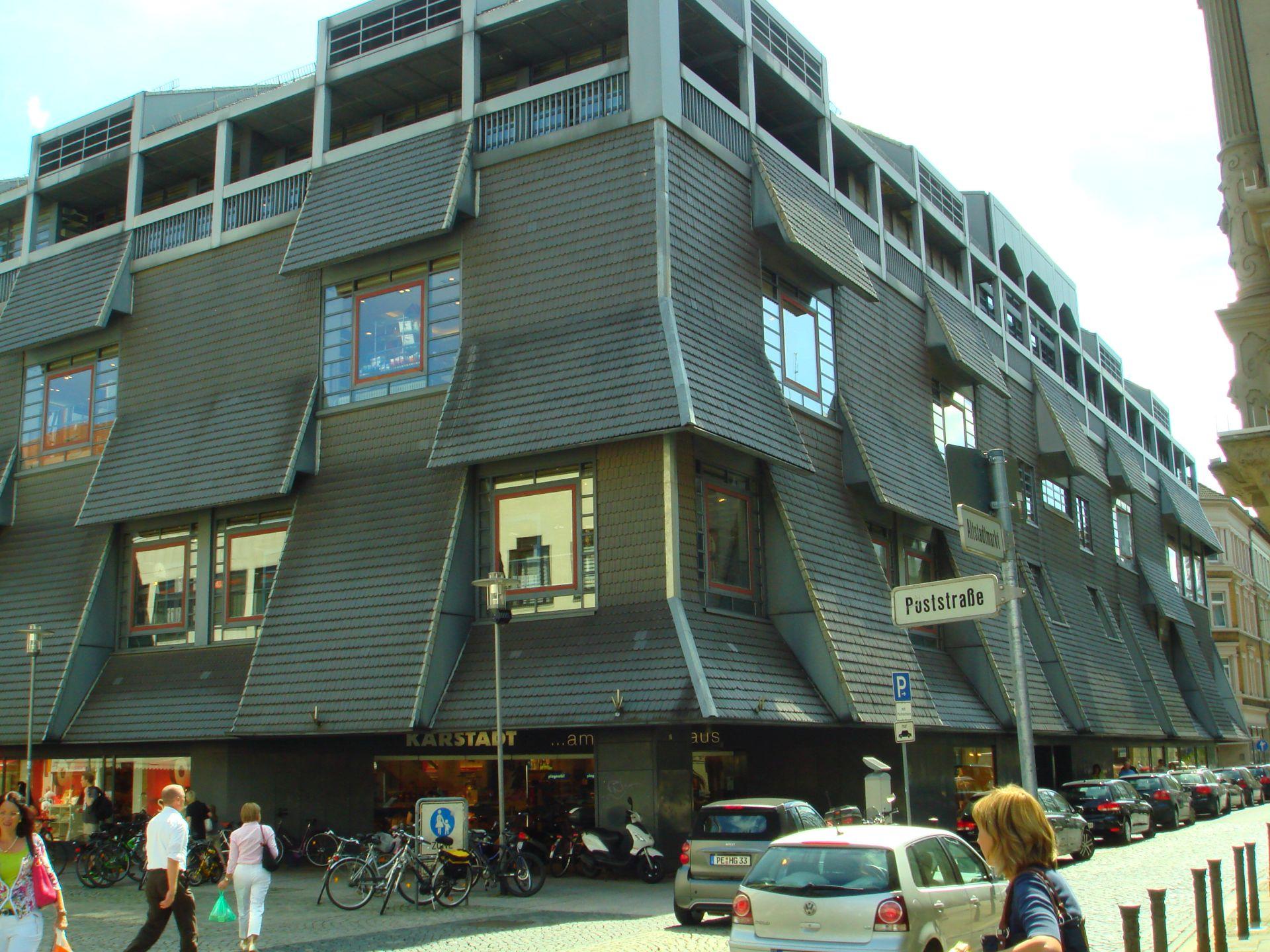 BRAUNSCHWEIG: Karstadt, gut behütet