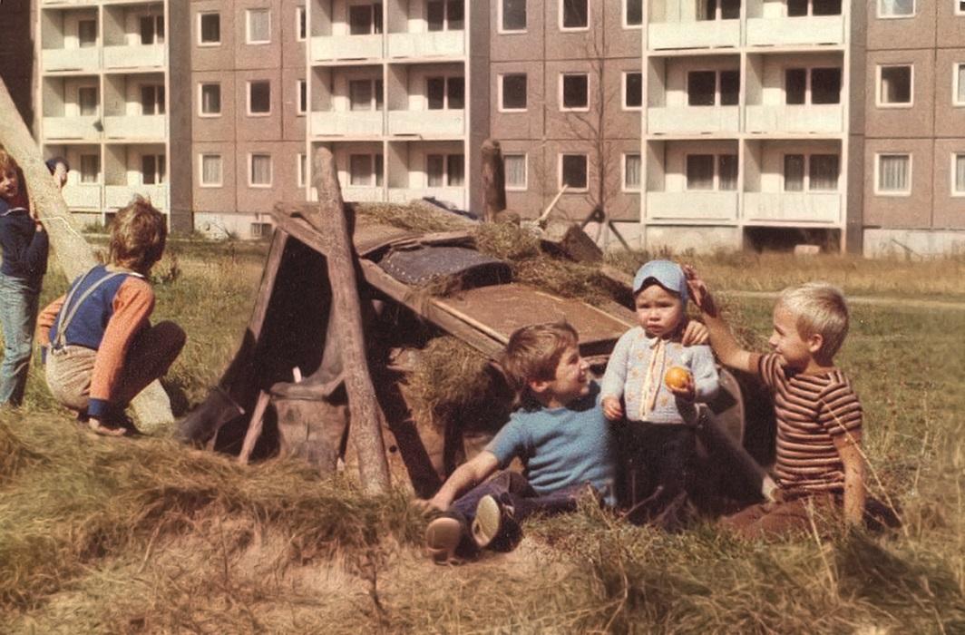 Kinder Mitte der 1970er Jahre in Gera-Lusan (Bild: Hans-Jürgen Schaap)