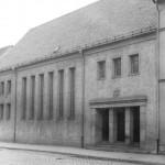 Erfurt, Neue Synagoge, Straßenseite, 1952 (Bild: Bundesarchiv Bild 183-71405-0001, CC-BY-SA 3.0)