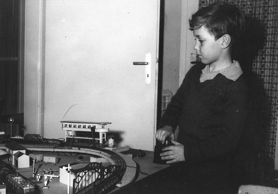 Burkhard Pahl Anfang der 1960er Jahre am Trafo (Bild: privat)