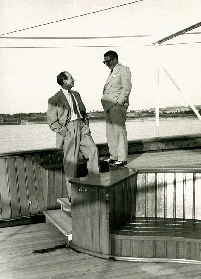 Cäsar Pinnau und Aristoteles Onassis an Deck der Yacht Christina bei der Probefahrt in Kiel, 1954 (Foto: Archiv Peter Pinnau)