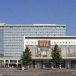 Das Kino International, im Hintergrund das inzwischen abgerissene Hotel Berolina (Bild: PD)