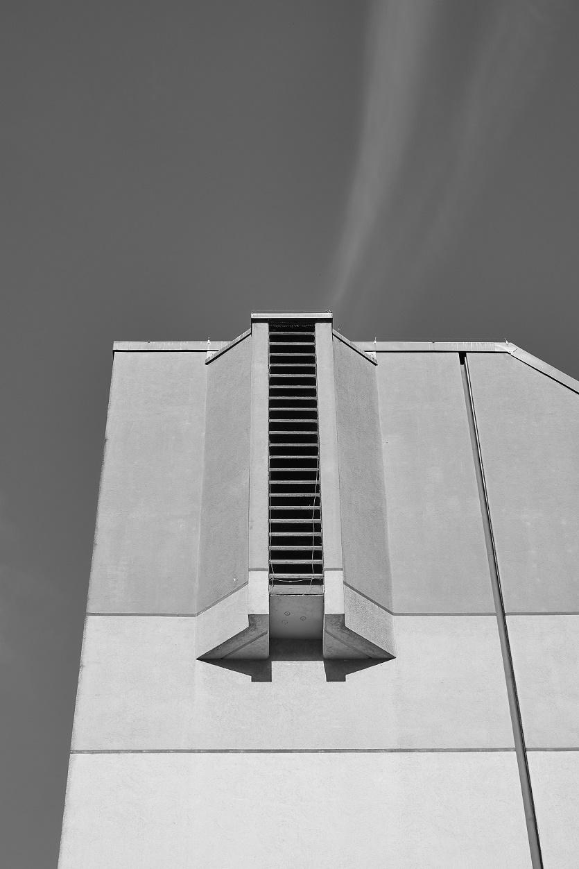 """Berlin-Reinickendorf, Apostel-Johannes-Gemeindezentrum (Neumann, Grötzebach & Plessow, 1971) (Copyright: Denis Barthel, Projekt """"Brutalist Berlin"""")"""