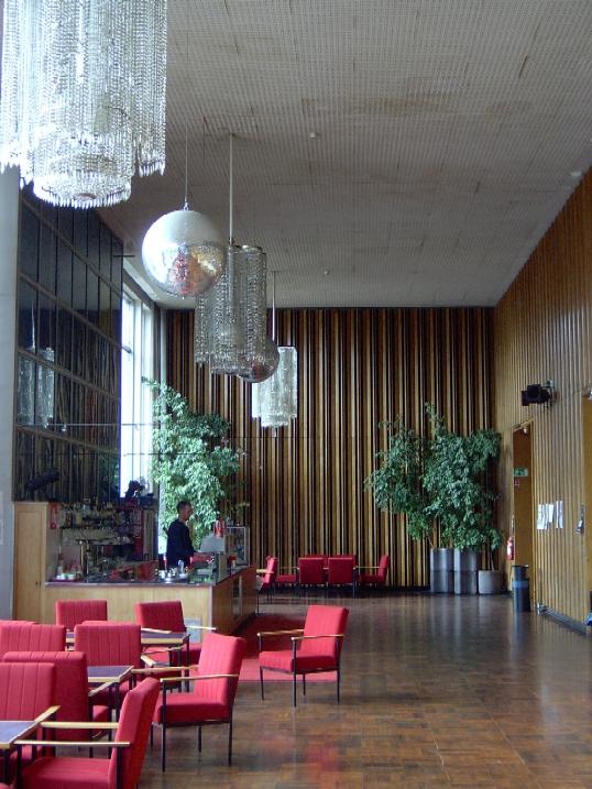 Der Barbereich des Kinos (Bild: SprreTom, CC-BY-SA 3.0)