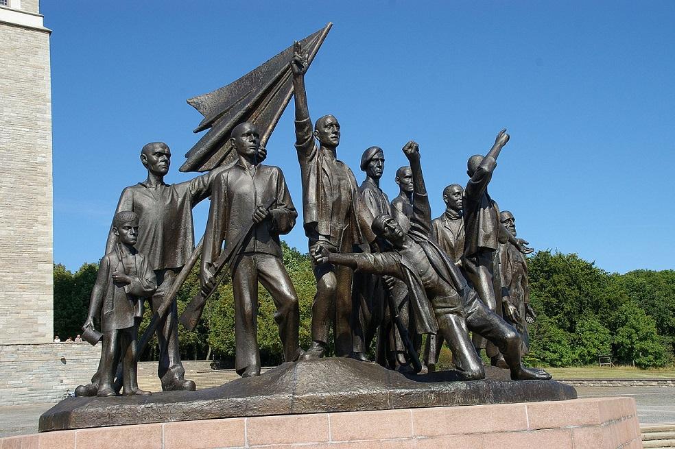 Die Figurengruppe in Buchenwald von Fritz Cremer (Bild Rudolf Klein, CC-BY-SA 3.0-de)
