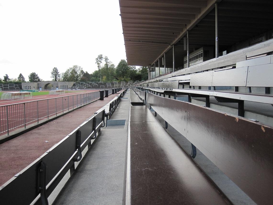 dortmund stadion rote erde bild helfmann cc by sa 3 0 moderneregional. Black Bedroom Furniture Sets. Home Design Ideas