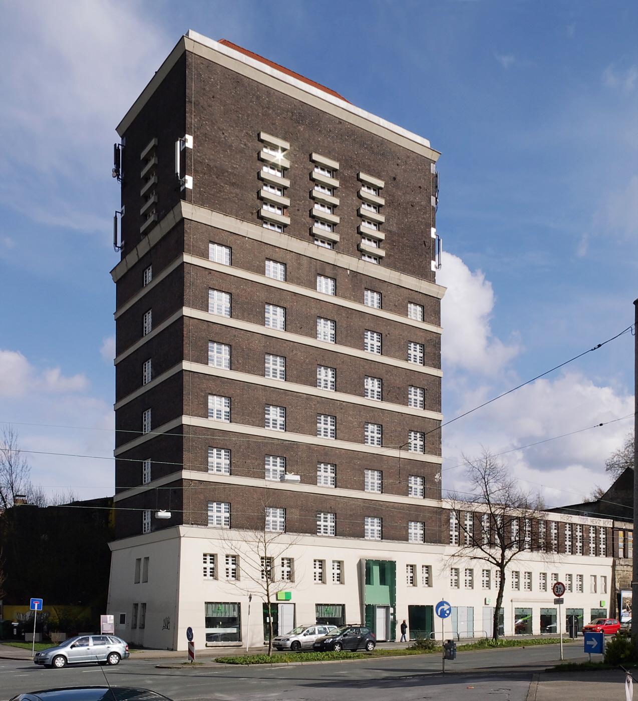 Damals Wasserspeicher, heute Bürohochhaus: Der Wasserturm in Dortmund (Bild: Rainer Knäpper, Free Art License (http://artlibre.org/licence/lal/en/)