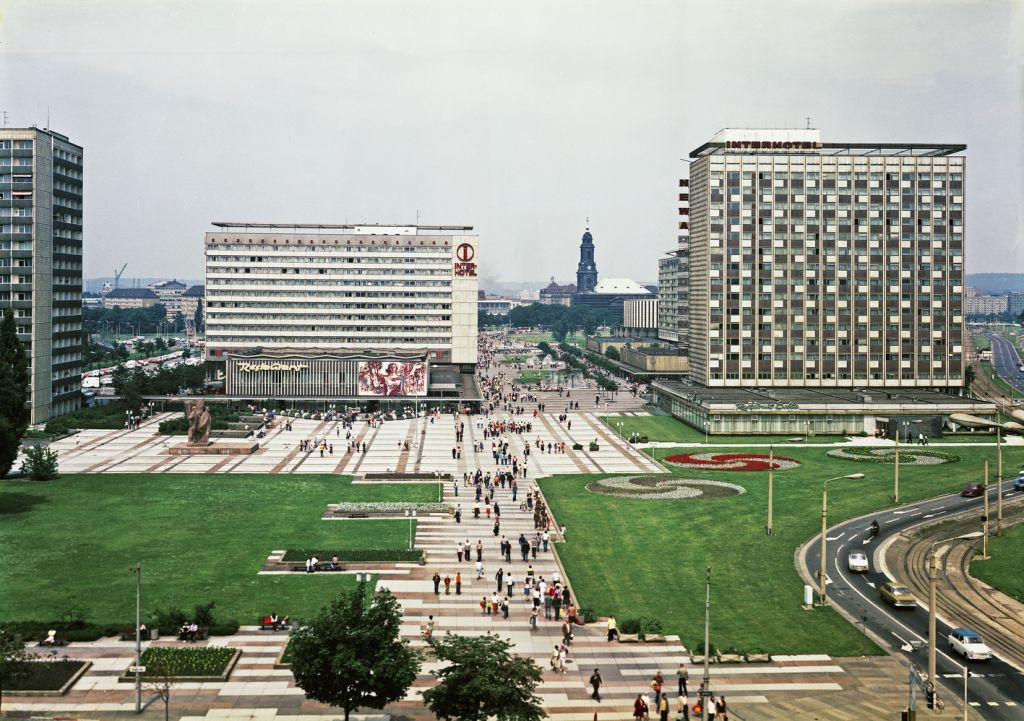 """Dresden, Prager Straße als """"städtebaulicher Erlebnisweg"""" ins historische Stadtzentrum nach ihrer Fertigstellung, 1979 (Bild: SLUB/Deutsche Fotothek, Foto: Uwe Görler)"""