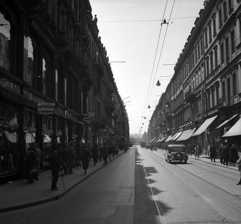 Dresden, die historische Prager Straße als Korridorstraße, Blick nach Süden zum Hauptbahnhof, 1938 (Bild: Landeshauptstadt Dresden, Stadtplanungsamt, Bildstelle)