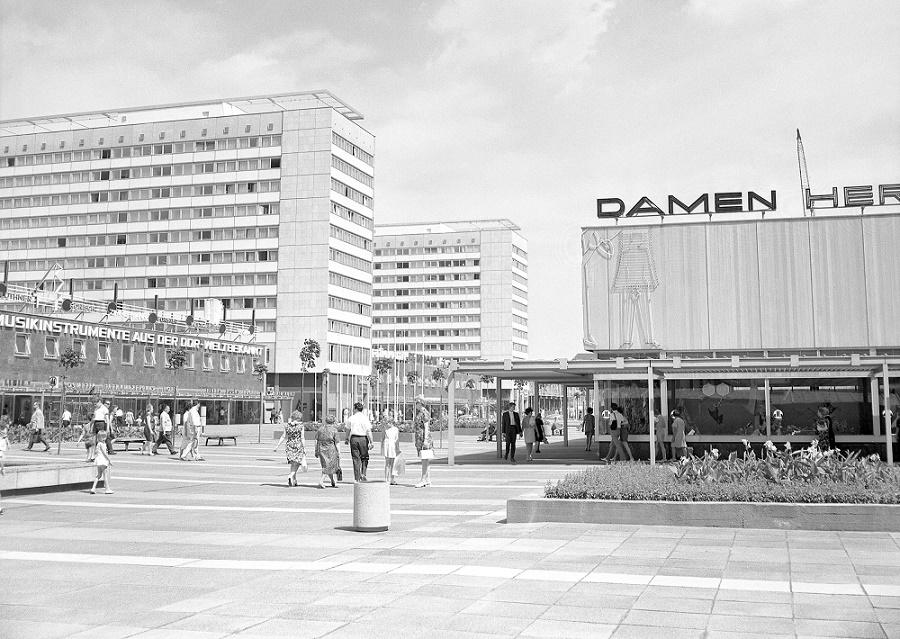Dresden, Prager Straße mit Hotel-Hochhäusern, Pavillons und Pergolen, 1970 (Bild: Landeshauptstadt Dresden, Stadtplanungsamt, Bildstelle)