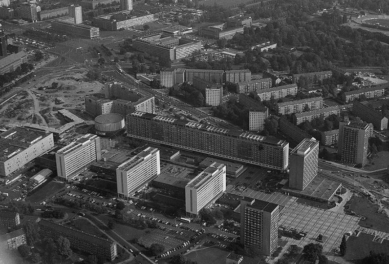 Dresden, Schrägluftbild der Prager Straße mit Umgebung, Fotoaufnahme 1991 (Bild: SLUB/Deutsche Fotothek, Foto: Siegfried Bregulla)
