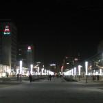 Dresden, Prager Straße nach der Freiflächengestaltung, Nachtansicht mit Stablampen, 2004 (Foto: Conrad Nutschan)
