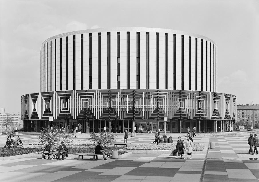 """Dresden, Filmtheater Prager Straße (""""Rundkino""""), 1973 (Bild: SLUB Dresden/Deutsche Fotothek, Foto: Asmus Steuerlein)"""