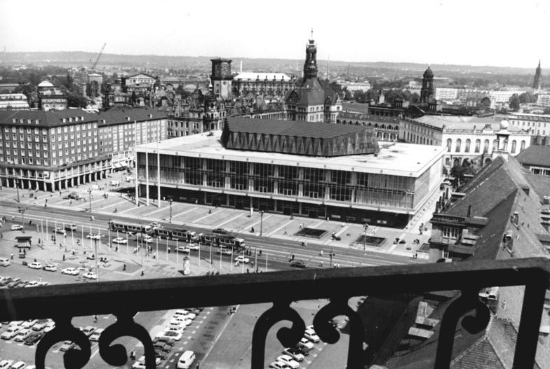 Dresden, Kulturpalast, 1982 (Foto: Ulrich Häßler, Bild: Bundesarchiv Bild 183-1982-0615-021, CC BY SA 3.0)