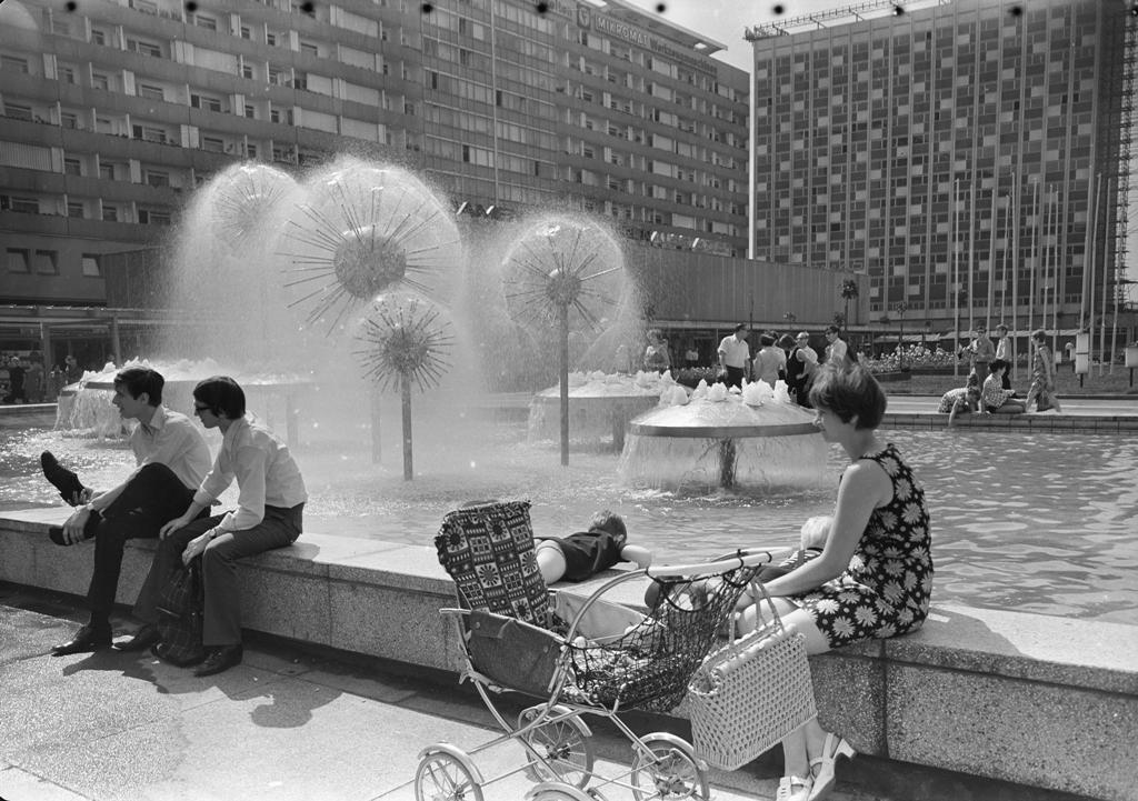 Dresden, Wasserspiel von Leonie Wirth auf der Prager Straße, 1968 (Bild: SLUB Dresden/Deutschen Fotothek, Richard Peter sen.)