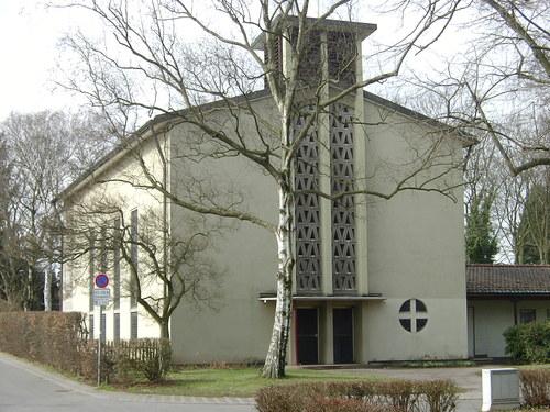 Düsseldorf-Unterrath, Pauluskirche (Bild: Rainer71, via panoramio)