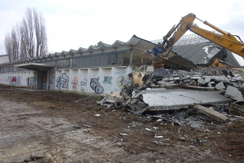 Erfurt-Steigerwaldstadion, Abriss der Schalenhalle (Bild: Mark Escherich, 2015)