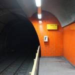 "Essen, U-Bahnhof ""Berliner Platz"", Bahnsteig, Kopfwand (Bild: Sebastian Bank, 2015)"