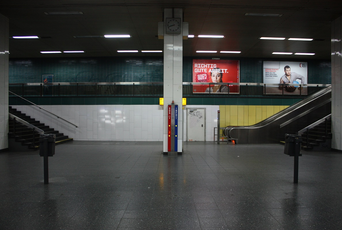 "Essen, U-Bahnhof ""Philharmonie/Saalbau"", Treppenaufgang (Bild: Sebastian Bank, 2015)"