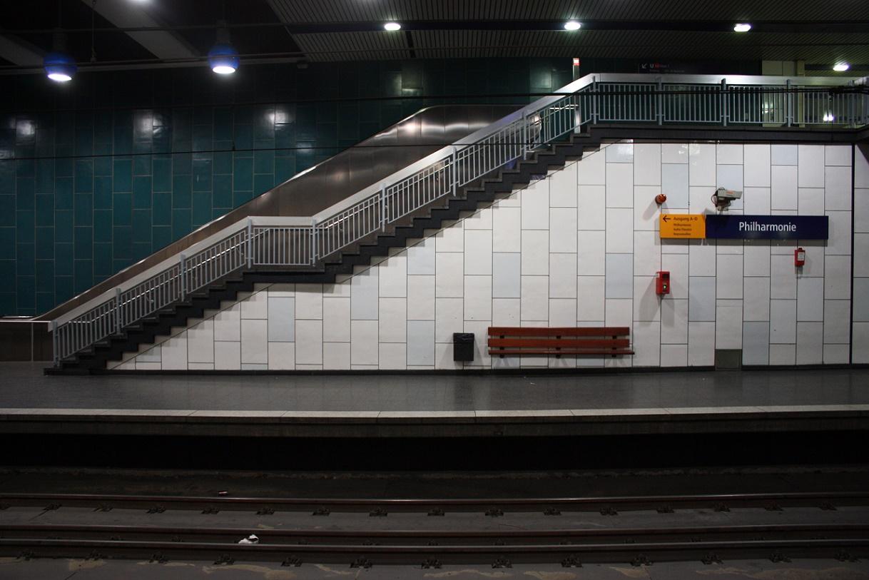 "Essen, U-Bahnhof ""Philharmone/Saalbau"" (Bild: Sebastian Bank, 2015)"