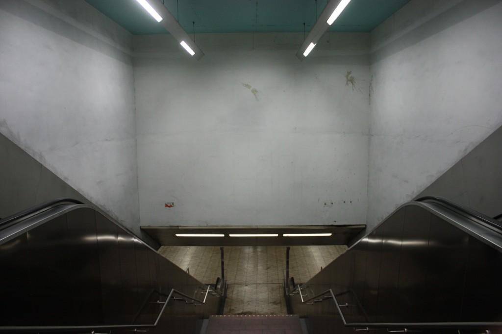"Essen, U-Bahnhof ""Berliner Platz"", Abgang zum Gleisbereich (Bild: Sebastian Bank, 2015)"