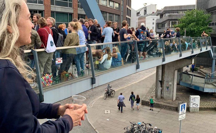 """Hamburg, """"Cornern auf Crémant""""(Bild: facebook)"""
