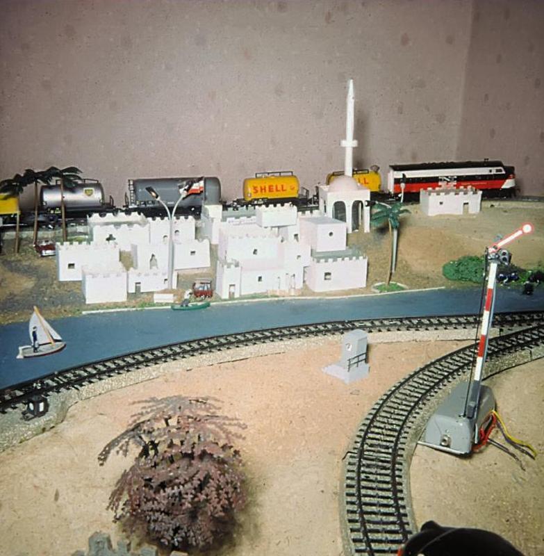 Falk Jaegers Modellbahnplatte mit einer orientalischen Szenerie (Bild: privat)