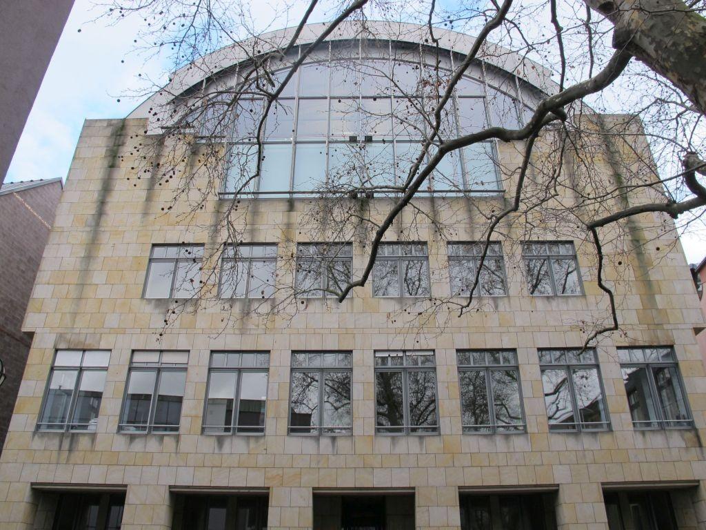 Die Mitte: Querbau der Frankfurter Kunsthalle Schirn, Architekten BJSS (Bild: Daniel Bartetzko)
