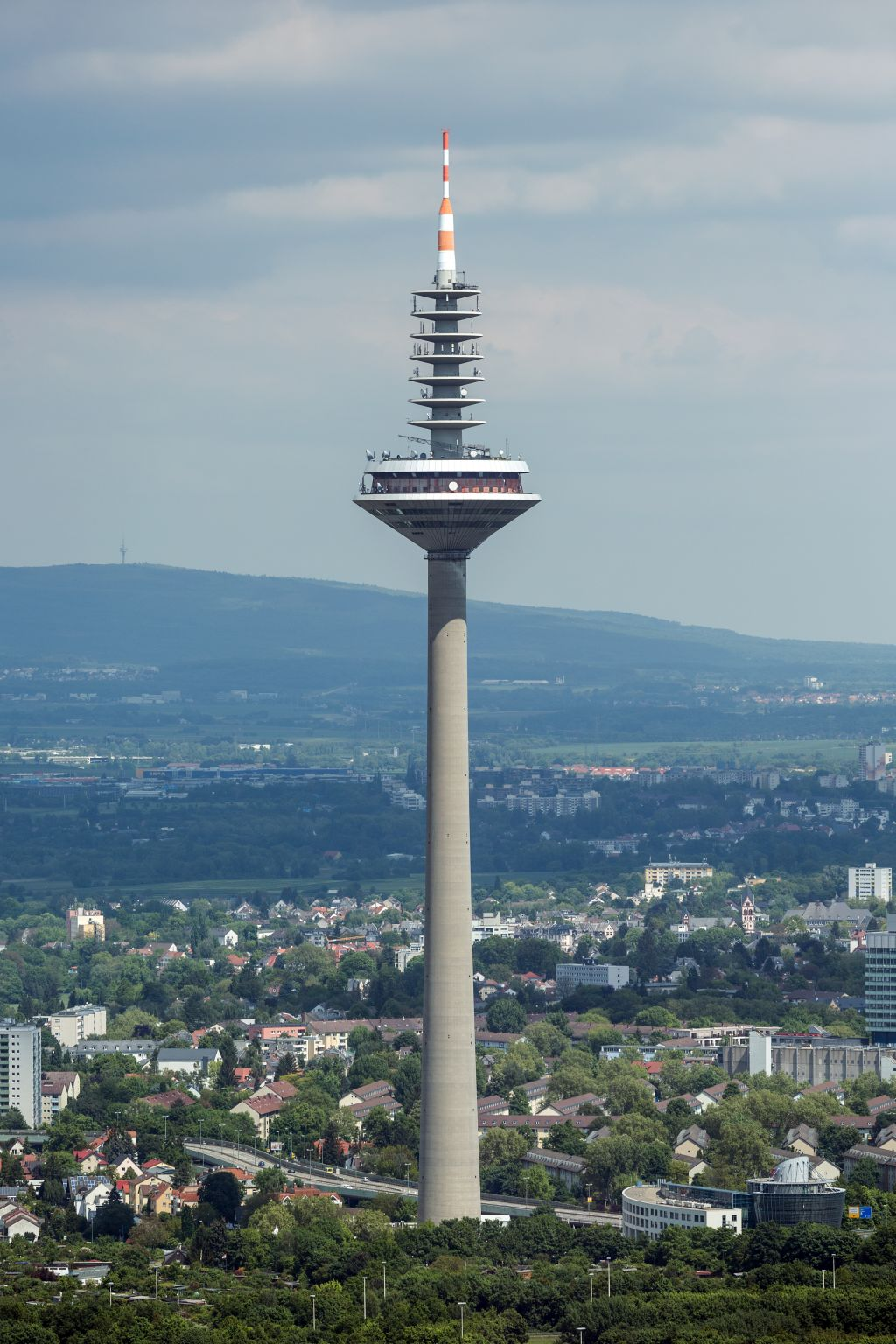Seit 16 Jahren dicht: Der Frankfurter Europaturm (Bild: Mylius, CC BY-SA 4.0)