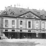 Der Vorgänger des Vorgängers: das 1782 errichtete und 1902 niedergelegte Frankfurter Comoedienhaus (Bild: vor 1902, gemeinfrei)