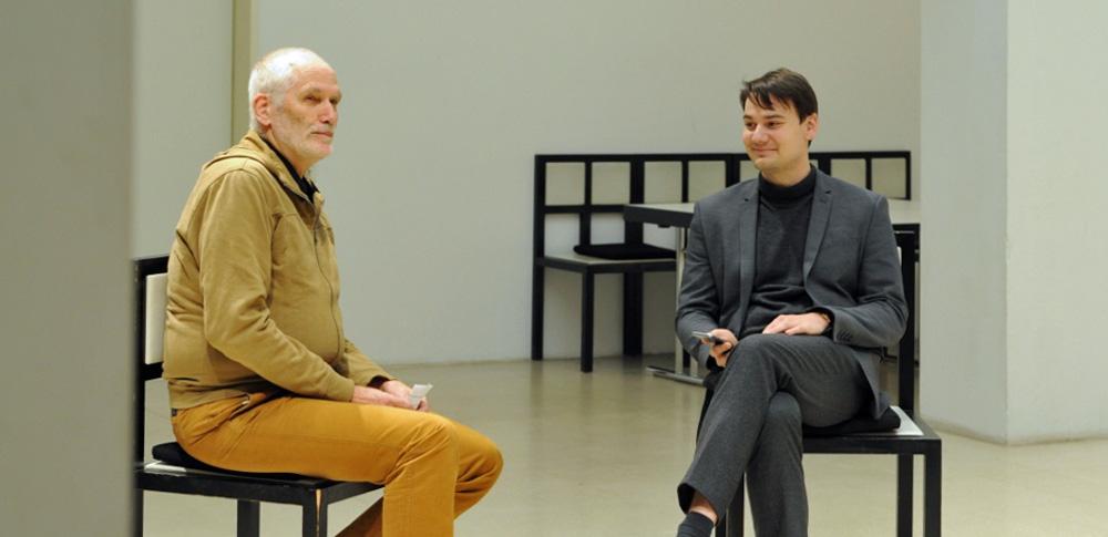 Sitzen mit Wolfgang Voigt