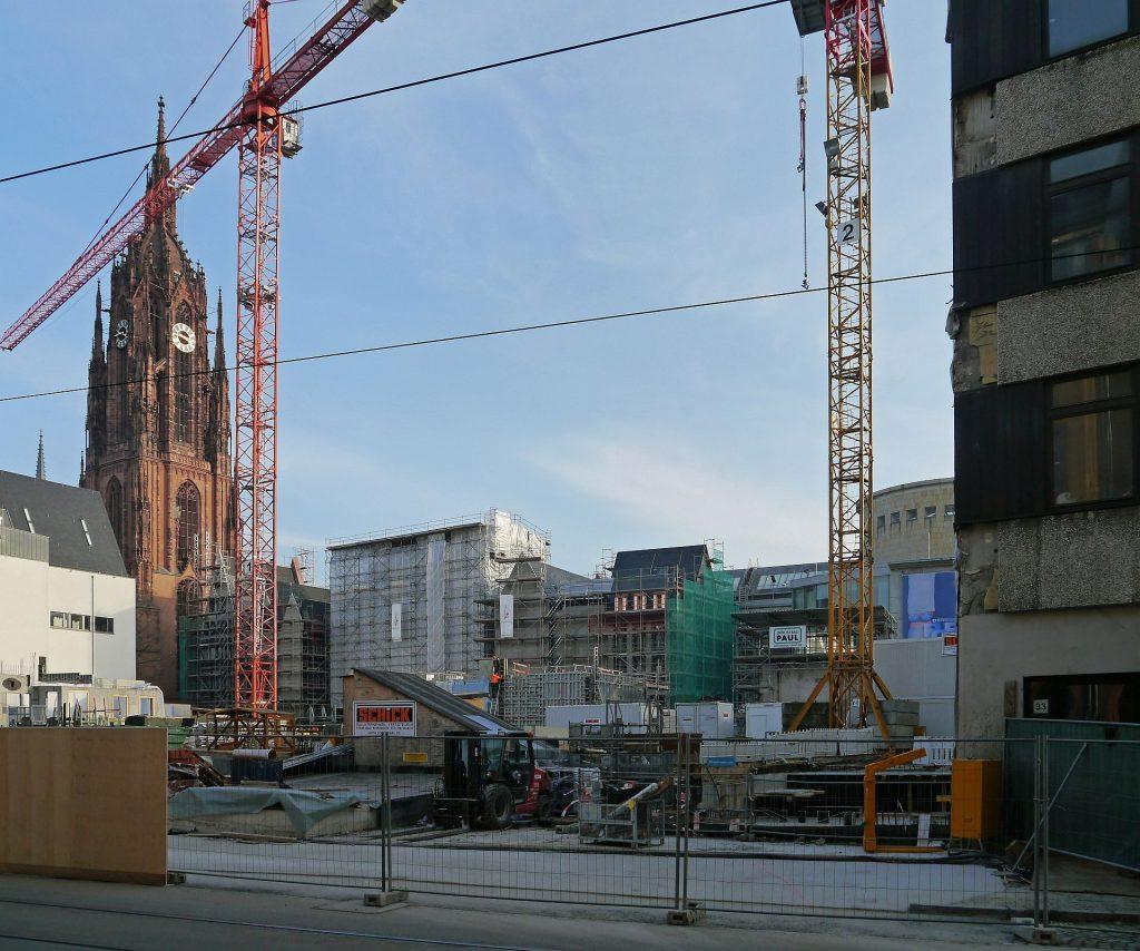 Frankfurt am Main, der Dom-Römer-Bereich als Bauplatz (Bild: Simsalabim, CC BY SA 4.0, 2015)
