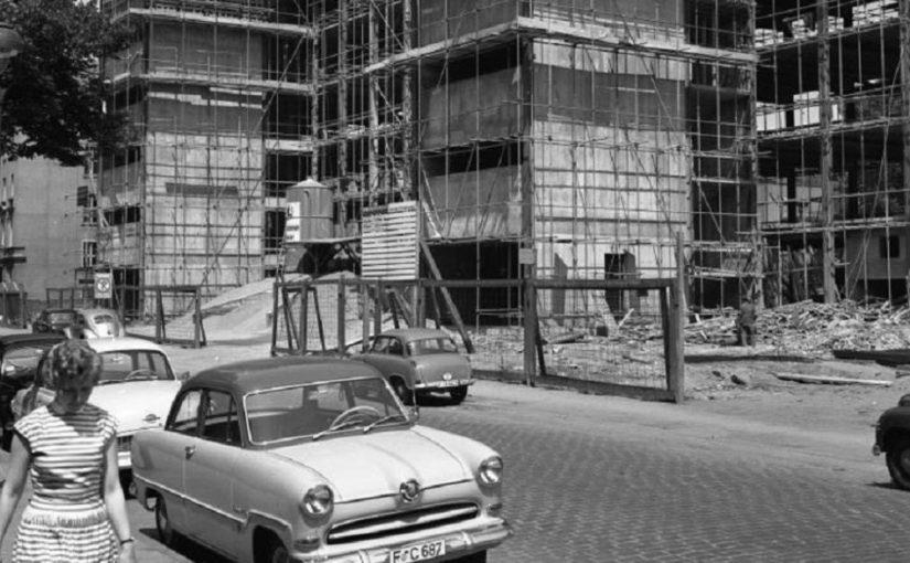 Bild: Frankfurt am Main, Bau des Philosophicums, 1959Bundesarchiv Nr. B 145 Bild-F006599-0004, CC BY SA 3.0, Foto: Rolf Unterberg
