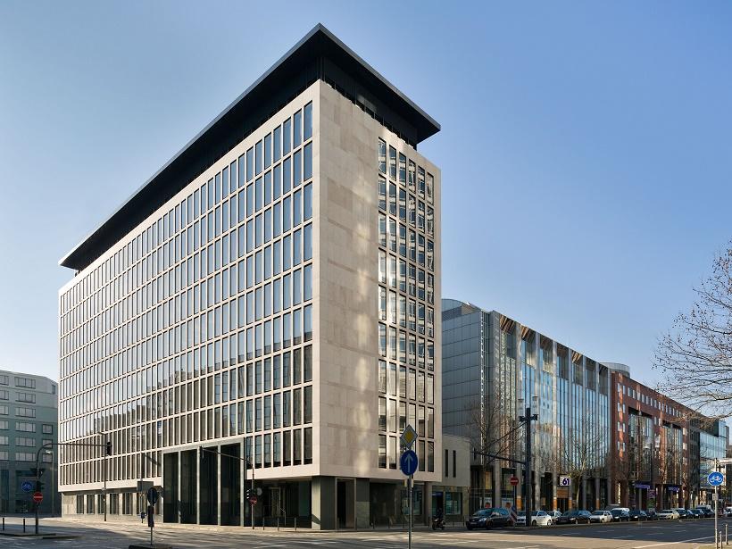 Zweimal Bürofassade