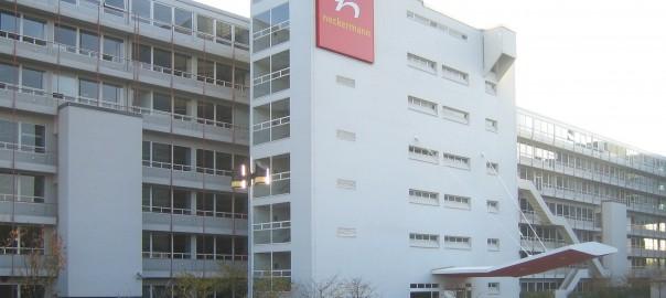 Asyl im Neckermann-Gebäude