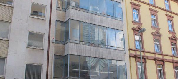 Frankfurt: Zwei Bürohäuser gerettet
