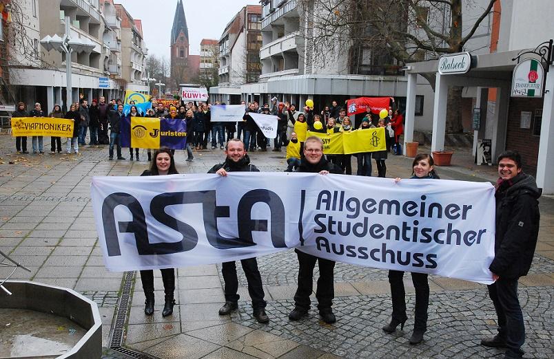 """Eine """"demonstrative Aneignung"""": eine Kundgebung studentischer Initiativen auf der Großen Scharrnstraße (Bild: Heinz Köhler, November 2010)"""