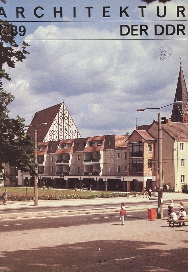 """Rücksichtsvoller, kleinmaßstäblicher Plattenbau mit Respekt für ältere Patienten im Stadtbild. Die Titelseite von """"Architektur der DDR"""" 1/89 mit einem Schwerpunktbericht über die Nachverdichtung der Innenstadt in Frankfurt/Oder"""
