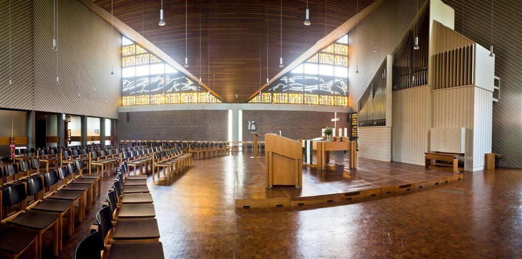 Frankfurt am Main-Preungesheim, Festeburgkirche (Horst Römer/Helmut Baumgart, 1968) (Bild: Tobias Haug, Kirchenvorstand der Ev. Festeburggemeinde, CC BY SA 3.0.de)