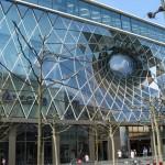 Die Fassade des neue MyZeil-Kaufhauses auf der Frankfurter Zeil (Bild: SB68Manm, GFDL oder CC BY SA 3.0)