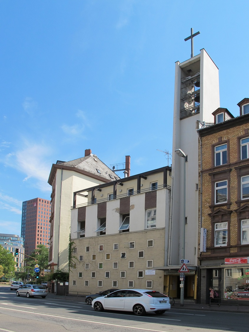 UMNUTZUNG: Frankfurt am Main-Gutleutviertel, ehemalige Gutleutkirche (1908/58, Entwidmung 2012), heute Nutzung als Flüchtlingsunterkunft in kirchlicher Trägerschaft