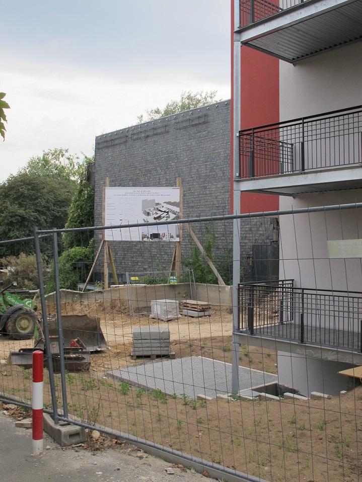 TEILABRISS FÜR UMNUTZUNG: Frankfurt am Main-Niederursel, ehemaliges Evangelisch-(Deutsch-)Reformiertes Gemeindezentrum (1970, Teilabrisse seit 2005) im Umbau zum Stadtteilzentrum