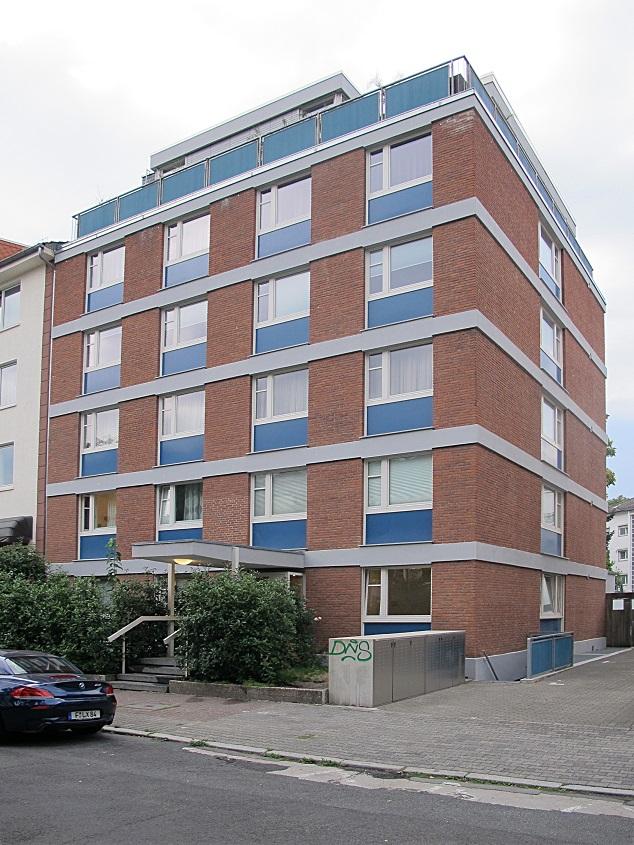 UMNUTZUNG: Frankfurt am Main-Westend, ehemaliges Alfred-Delp-Haus/katholisches Studentenwohnheim (1959, Umnutzung ab 2008) mit heute aufgelöster Hauskapelle