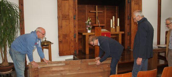 Übergabe eines Bartning Klappaltars von der Ev. Kirchengemeinde Oberpleis an das LVR-Frelichtmuseum Kommern (Bild: Evangelische Kirchengemeinde Oberpleis, Zielke)