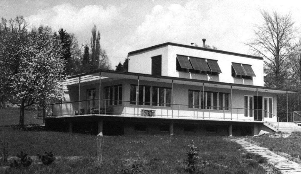Das Haus Albrecher-Leskoschek in Graz: Die Aufstelzung des Baus war dem Untergrund geschuldet (Bild: Sammlung Heimo Halbrainer, Nachlass Max v. Wikullil, Graz)